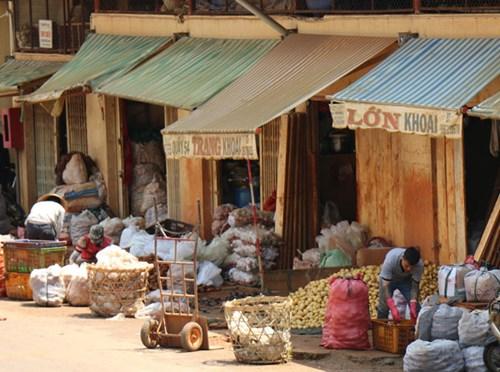 Khoai tây Trung Quốc tràn ngập chợ Nông sản Đà Lạt 4