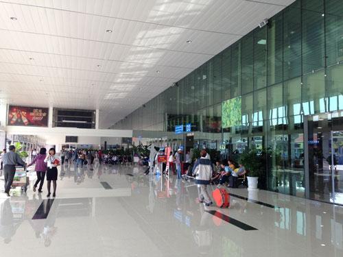 Hành lang bên ngoài nhà ga quốc nội sân bay Tân Sơn Nhất sau khi cải tạo, nâng cấp