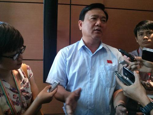 Bộ trưởng Đinh La Thăng quyết tâm xóa sổ nạn xe chở quá tải trong năm 2015 Ảnh: Thế Dũng