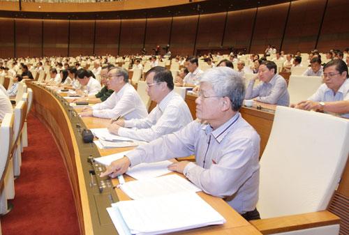 Đại biểu Quốc hội biểu quyết thông qua Nghị quyết về việc thực hiện chính sách hưởng BHXH một lần đối với người lao động Ảnh TTXVN