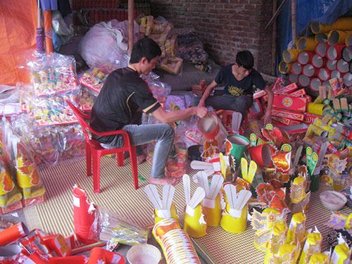 Làng vàng mã Đông Hồ (tỉnh Bắc Ninh) tấp nập vào vụ sản xuất phục vụ Tết Ảnh: NGUYỄN HƯỞNG