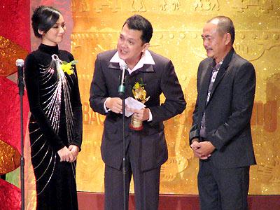 Hữu Châu nhận giải Mai Vàng năm 2008