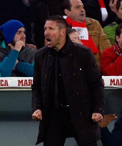 Không chỉ là chiến lược gia trẻ tuổi tài năng, HLV Simeone còn biết cách truyền cảm hứng cho cầu thủ lẫn CĐV Atletico  Ảnh: REUTERS