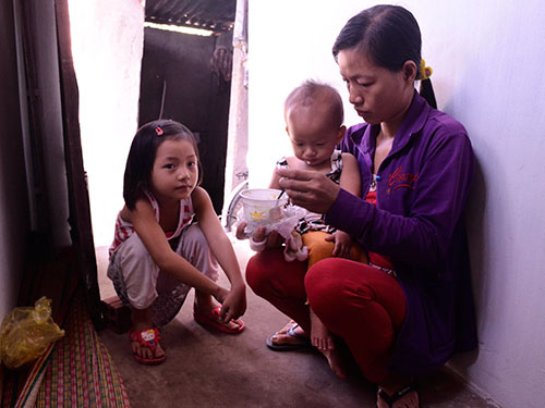 Mọi gánh nặng đổ lên vai chị Nguyễn Xuân Thanh sau khi chồng mất