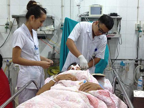 Cấp cứu do đánh nhau tại Bệnh viện Việt Đức Ảnh: NGỌC DUNG