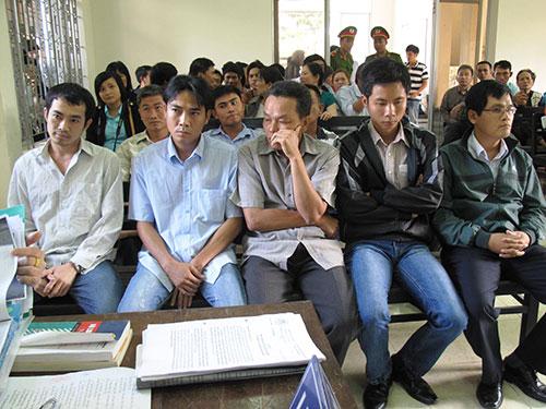 """5 bị can nguyên là cán bộ Công an TP Tuy Hòa, Công an tỉnh Phú Yên bị truy tố tội """"Dùng nhục hình"""" làm 1 người chết   Ảnh: Hồng Ánh"""