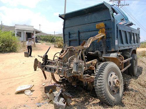 Chiếc xe tải sau vụ tai nạn