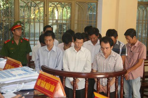 14 bị cáo tại phiên tòa sơ thẩm vụ án xảy ra tại Chi nhánh Agribank huyện Nam Trà My