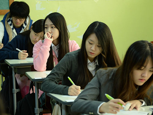 Nhiều sinh viên Hàn Quốc tránh tốt nghiệp để chờ cơ hội tìm việc làm Ảnh: NEWSis