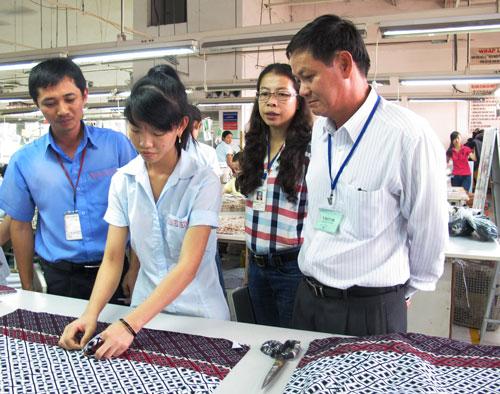 Quản lý tại nhà máy là nhóm nhân lực khan hiếm trong thời gian tới. (Ảnh chụp tại Công ty TNHH Terratex Việt Nam, quận 12, TP HCM) Ảnh: HỒNG NHUNG