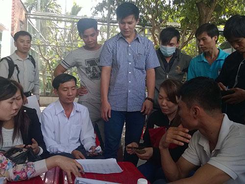 """Công nhân Công ty TNHH May mặc Bảy Nguyệt chỉ nhận được 65% lương nhưng """"có còn hơn không"""""""