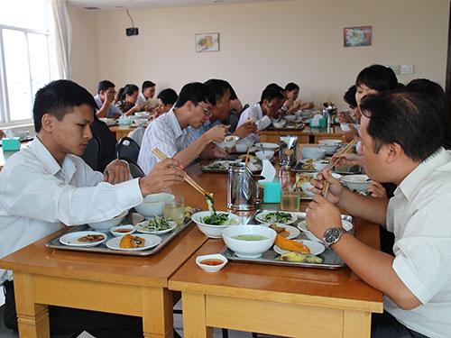 Người lao động Công ty CP Himlam Land, quận 1, TP HCM được ăn trưa với giá 40.000 đồng/phần