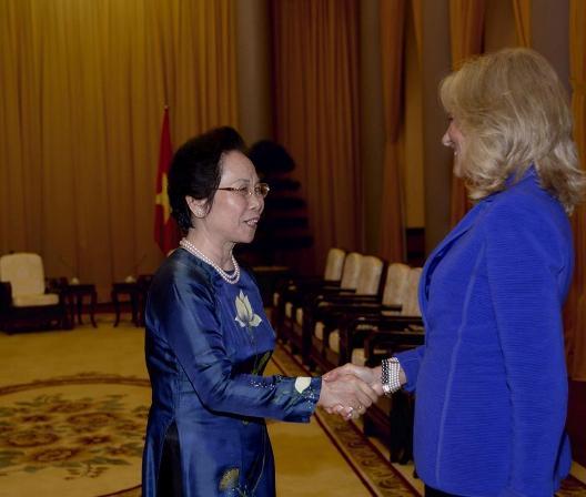 Một ngày bận rộn của Phu nhân Phó Tổng thống Mỹ tại Hà Nội