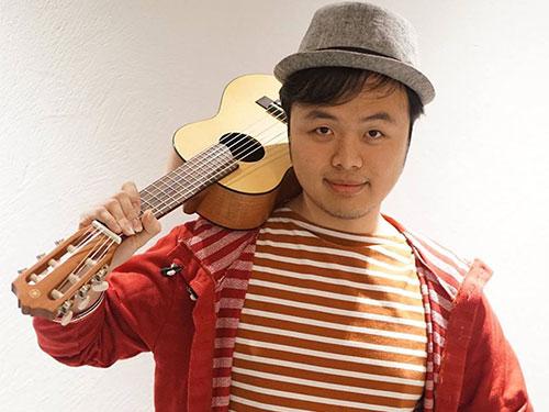Ngoài thời gian nghiên cứu và học tập, Châu Thanh Vũ rất thích thư giãn với guitar