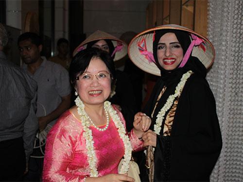 Bà Phan Thúy Thanh trong Lễ hội Việt Nam đầu tiên ở Trung Đông, tổ chức tháng 10-2013 tại Các Tiểu Vương quốc Ả Rập Thống nhất