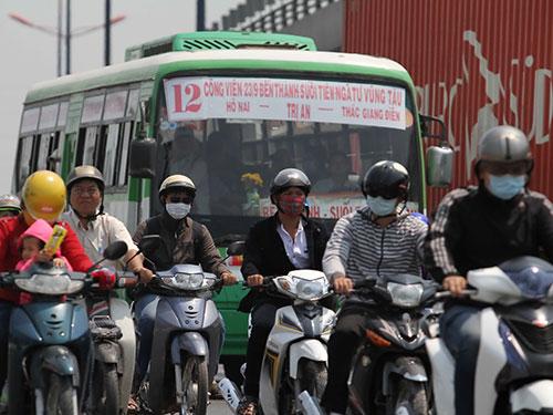 Nhiều quận, huyện ở TP HCM chưa sẵn sàng thu phí xe máy Ảnh: HOÀNG TRIỀU