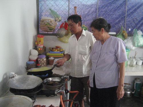Nghệ nhân Mười Xiềm đã truyền nghề lại cho người con trai duy nhất của mình