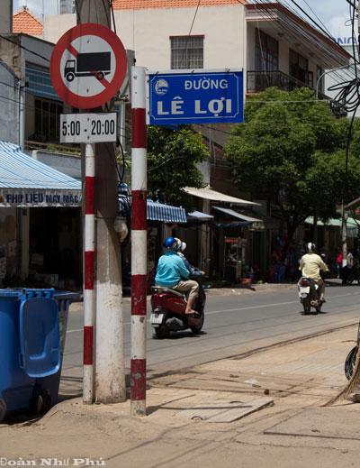Hai tuyến đường lớn gần trung tâm hành chính tỉnh Bình Dương (ảnh trên) trùng tên với 2 đường có từ lâu ở gần chợ Thủ Dầu Một