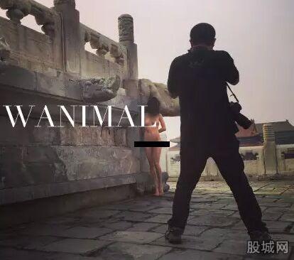 Một người phơi bày cơ thể mình ở nơi công cộng hoặc có hành vi không phù hợp khuôn phép có thể bị giam giữ từ 5 đến 10 ngày. Ảnh: Weibo