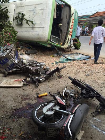 Hiện trường vụ tai nạn làm 1 người chết và 4 người bị thương