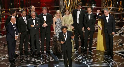 Đoàn phim Birdman nhận giải Oscar lần thứ 87 cho Phim xuất sắc nhất Ảnh: REUTERS