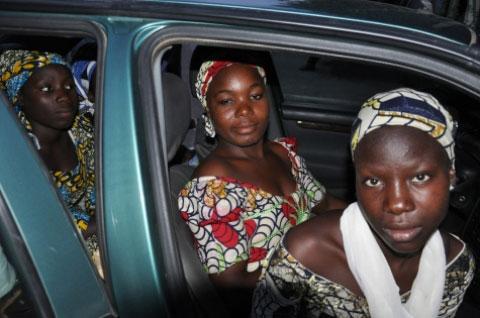 3 trong số 57 nữ sinh Chibok trốn thoát trại tập trung Boko Haram Ảnh: SAHARA REPORTER