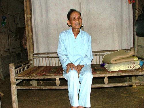 Nóc nhà, giường tre trong ngôi nhà tre hơn 100 năm tuổi của cụ Lương Văn Minh