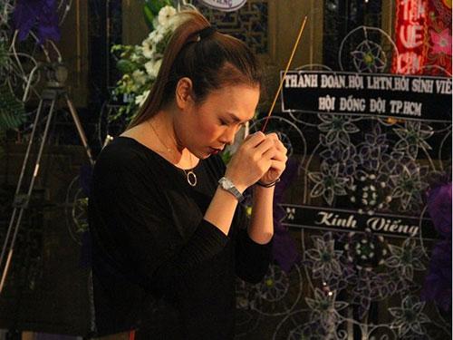 Ca sĩ Mỹ Tâm, một trong ít nghệ sĩ đến viếng lễ tang nhạc sĩ Phan Huỳnh Điểu và nhạc sĩ Phan Nhân Ảnh: TỬ VĂN