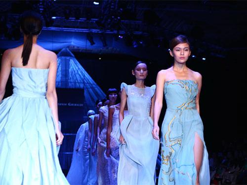 Các người mẫu trình diễn trong chương trình thời trang Vietnam International Fashion Week 2014Ảnh: Leon Trần