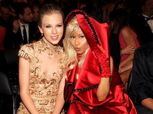 Taylor Swift (trái) và Nicki Minaj thân thiết tại một sự kiện trước đó