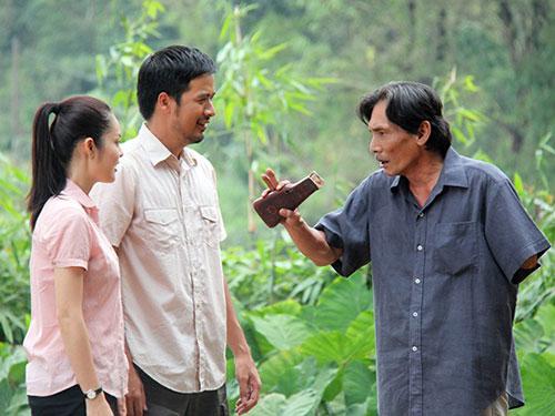 """Tạo hình nhân vật cụt tay của Thương Tín trong phim """"Hận thù hóa giải"""" đang phát sóng trên VTV1. (Ảnh do đoàn phim cung cấp)"""