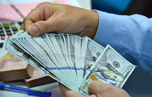 Tỉ giá tại các ngân hàng đồng loạt tăng lên trên 22.000 đồng?USD sau khi Ngân hàng Nhà nước điều chỉnh biên độ lên 2%