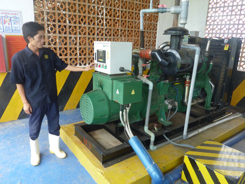 Máy phát điện chạy bằng biogas tại trại heo