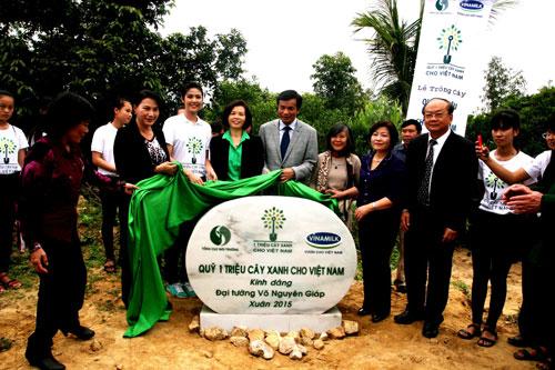 Quỹ 1 triệu cây xanh cho Việt Nam dâng tặng cây xanh tại khu mộ Đại tướng Võ Nguyên Giáp