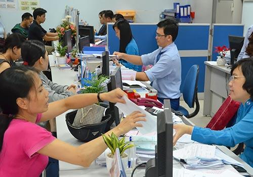 Từ nay đến hết ngày 4-4, khách hàng nhận kiều hối MoneyGram tại Eximbank sẽ có cơ hội nhận quà và rút thăm trúng thưởng Ảnh: Tấn Thạnh