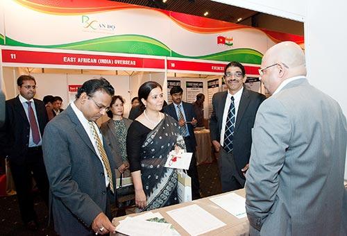 Bà Smita Pant, Tổng Lãnh sự Ấn Độ tại TP HCM, thăm Hội chợ Triển lãm ngành dược Ấn Độ Ảnh: BÍCH TRÂM