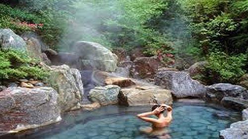 uống nước tại dòng suối khoáng Vĩnh Hảo hằng ngày có thể giữ mãi nét thanh xuân