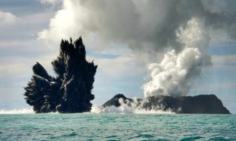 Núi lửa Hunga Tonga-Hunga Ha'apai thức tỉnh năm 2009. Ảnh: Reuters