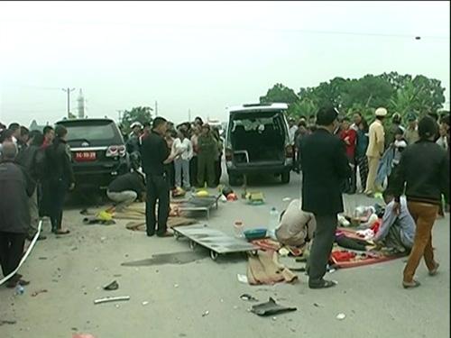 Hiện trường vụ TNGT thảm khốc tại Hưng Yên chiều ngày 30 Tết khiến 4 người chết - Ảnh: Pháp luật Việt Nam