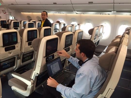 Một trong 5 chiếc A35-900 XWB thuộc đội bay trình diễn của Airbus đã đến Nội Bài cuối năm 2014