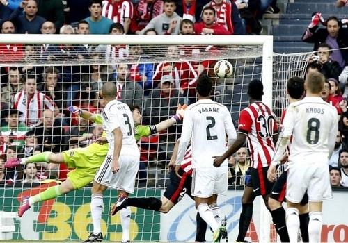 Aduriz ghi bàn cho Bilbao trước sự bất lực của hàng thủ Real Madrid