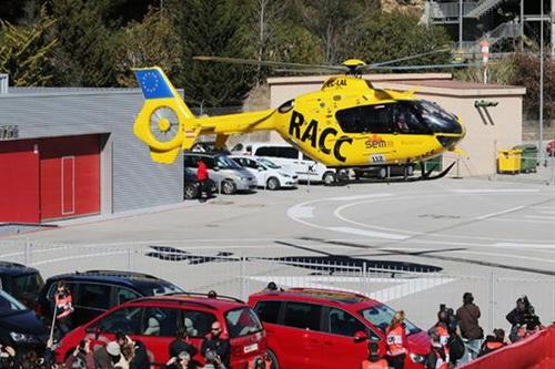 ... bằng máy bay trực thăng