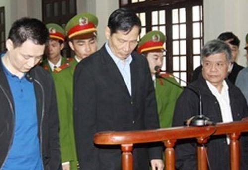 Bị cáo Phạm Thanh Bình (giữa) trong phiên toà phúc thẩm vào tháng 8-2012