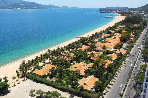 Khu nghỉ dưỡng Ana Mandara che tầm nhìn ra biển Nha Trang - Ảnh Nguyễn Chung