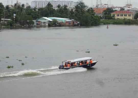 Lực lượng cứu nạn-cứu hộ có mặt tại hiện trường tìm kiếm nạn nhân