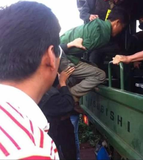 Vũ Văn Đản lúc bị lực lượng chức năng bắt giữ - Ảnh người dân cung cấp