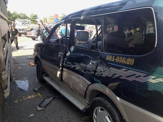 Chiếc ô tô 7 chỗ cũng bị hư hỏng sau va chạm