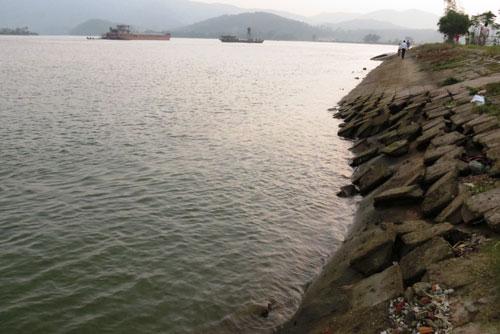 Nạo vét cát gây xói lở bờ kè nghiêm trọng tại thôn Cồn Nâm, xã Quảng Minh, thị xã Ba Đồn, tỉnh Quảng Bình