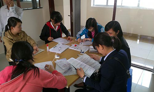 Ứng viên đăng ký tìm việc tại Phòng Dịch vụ Việc làm Báo Người Lao Động Ảnh: TƯỜNG PHƯỚC