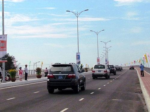 Cầu Nguyễn Tri Phương có tổng vốn đầu tư trên 1.000 tỉ đồng do đơn vị tư vấn giám sát Louis Berger Group đảm nhận